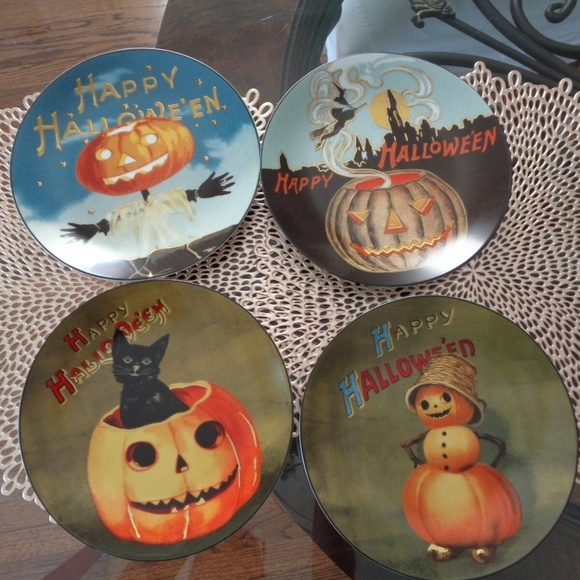 Williams Sonoma Vintage Halloween Mixed Salad Plates Set of 4 New in box